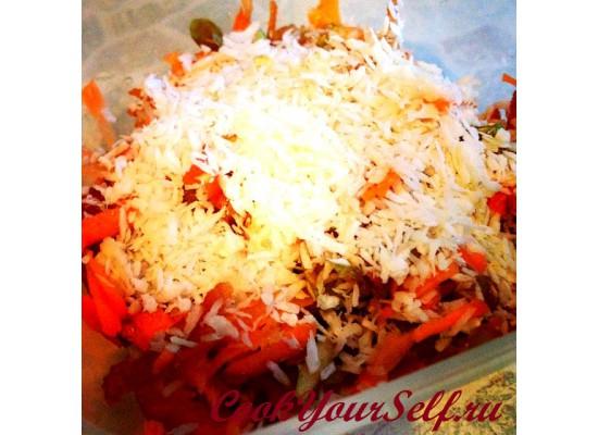 Сладкий салат под кокосовой стружкой